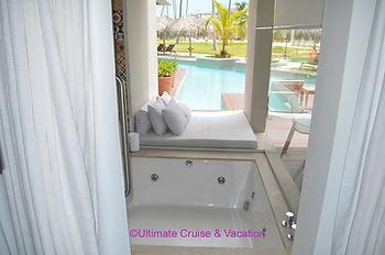 Jacuzzi in Swim-up Suite, Excellence El Carmen