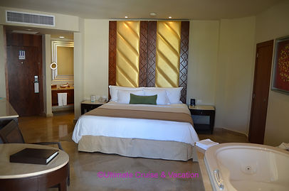 Deluxe King bed room at Moon Palace Canun
