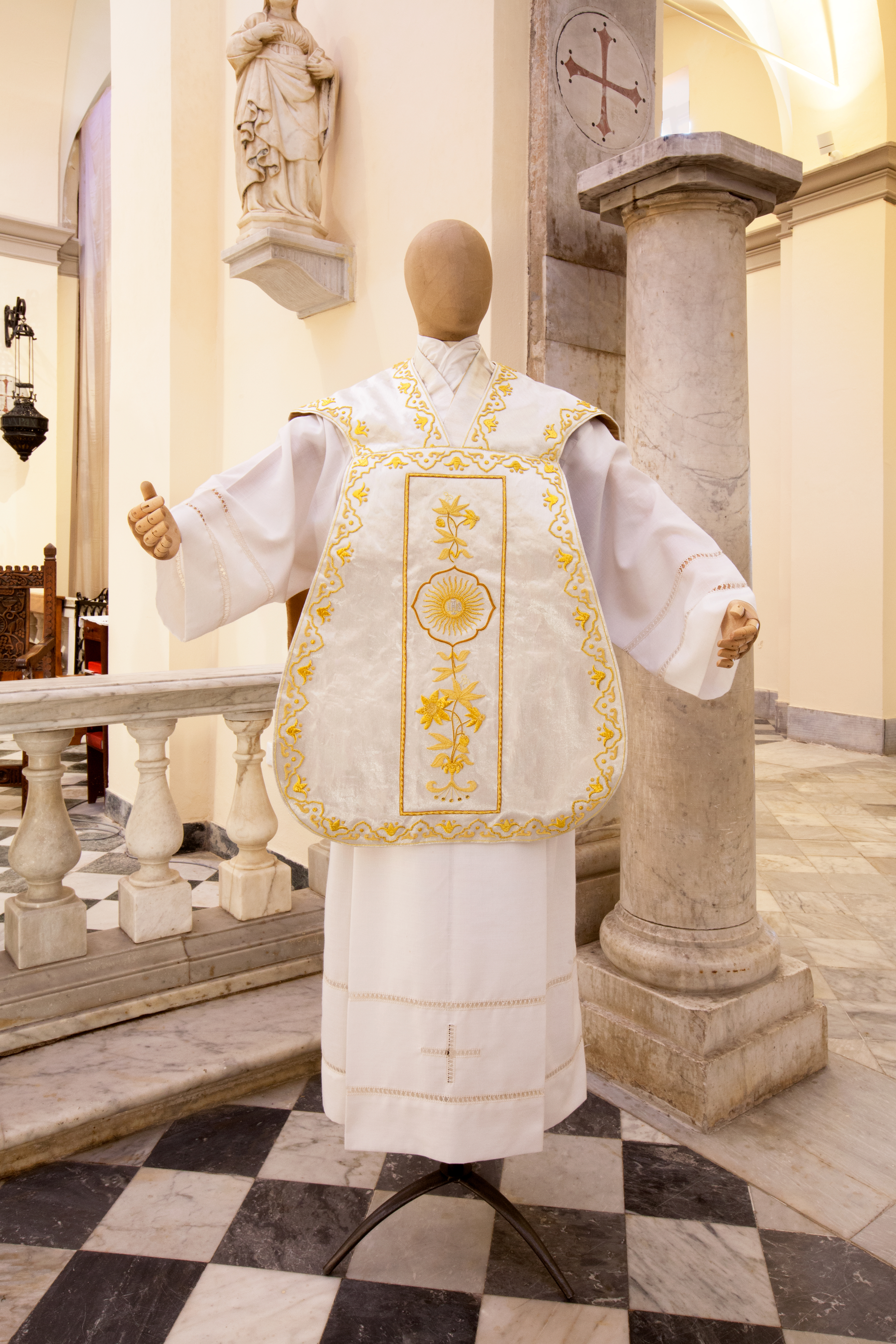 Gold embroidered silk roman chasuble