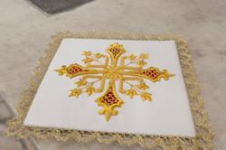 Palla bianca per calice e croce oro