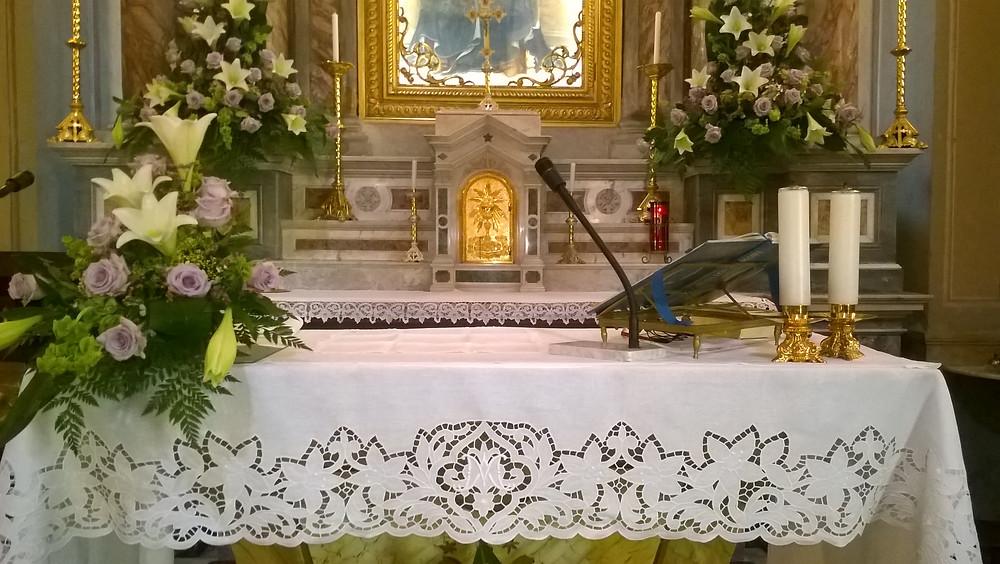 Tovaglia per altare mariana ricamata a mano