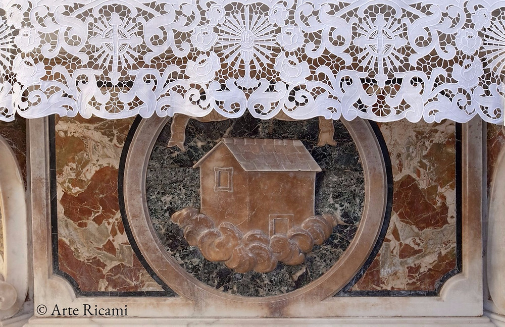 Tovaglia per altare in puro lino con ricamo ad intaglio a mano