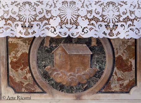 Perchè si utilizza la tovaglia per altare e come deve essere fatta?