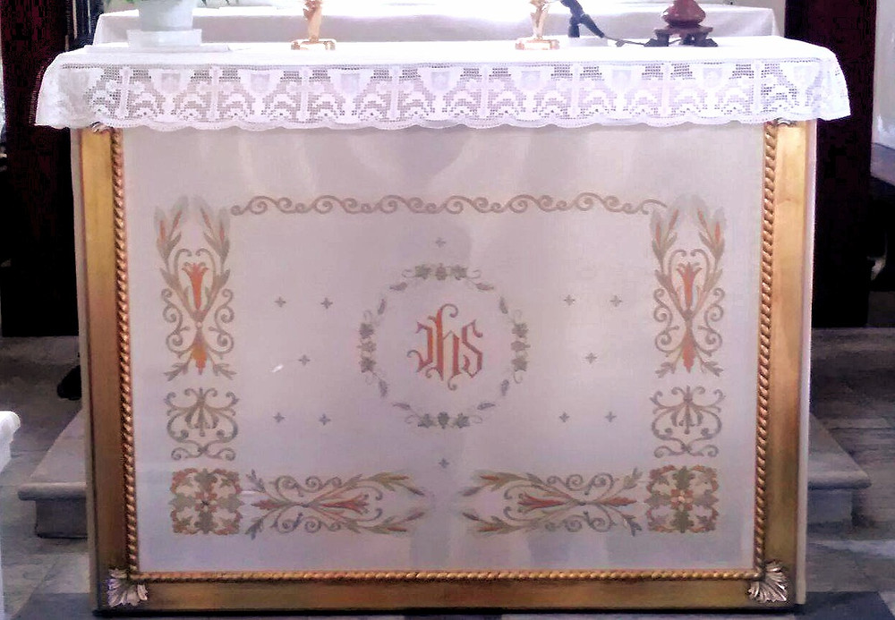 Paliotto su misura per altare piccolo ricamato a mano