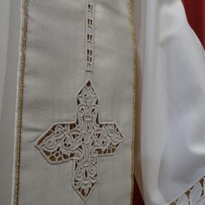 La stola sacerdotale e la stola diaconale: storia e significato