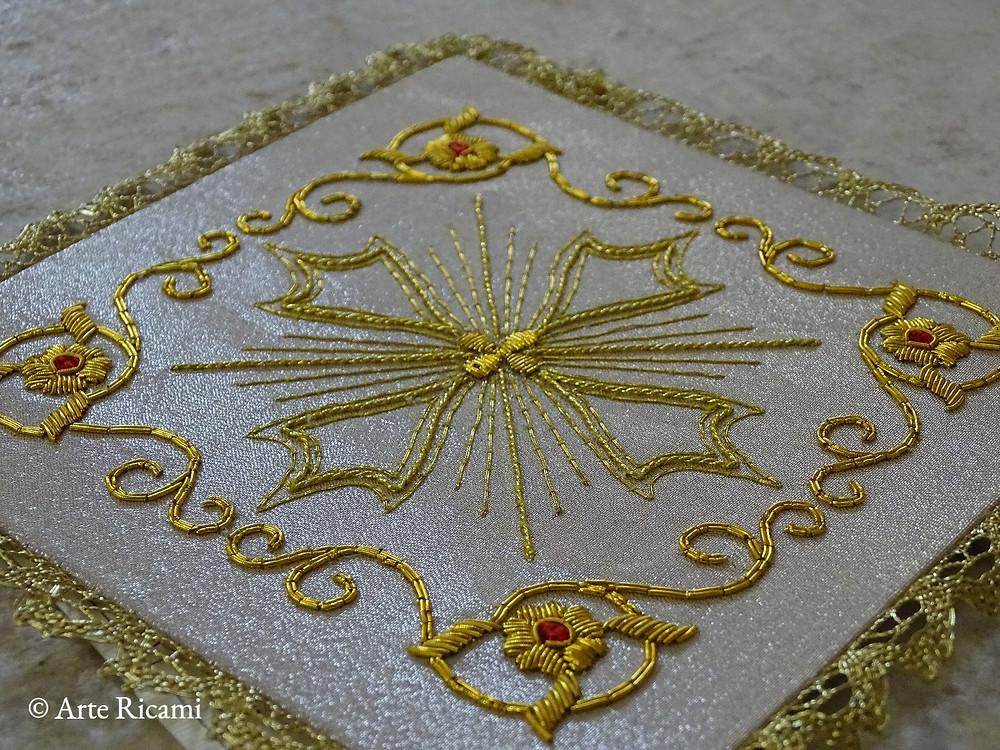 Palla per calice in pura seta con croce in oro mezzo fino
