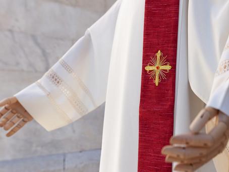 Perchè si indossano paramenti rossi nel giorno di Pentecoste?