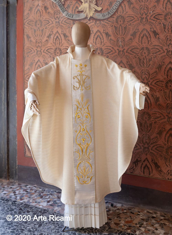 Casula mariana ricamata a mano, casula per ordinazione sacerdotale
