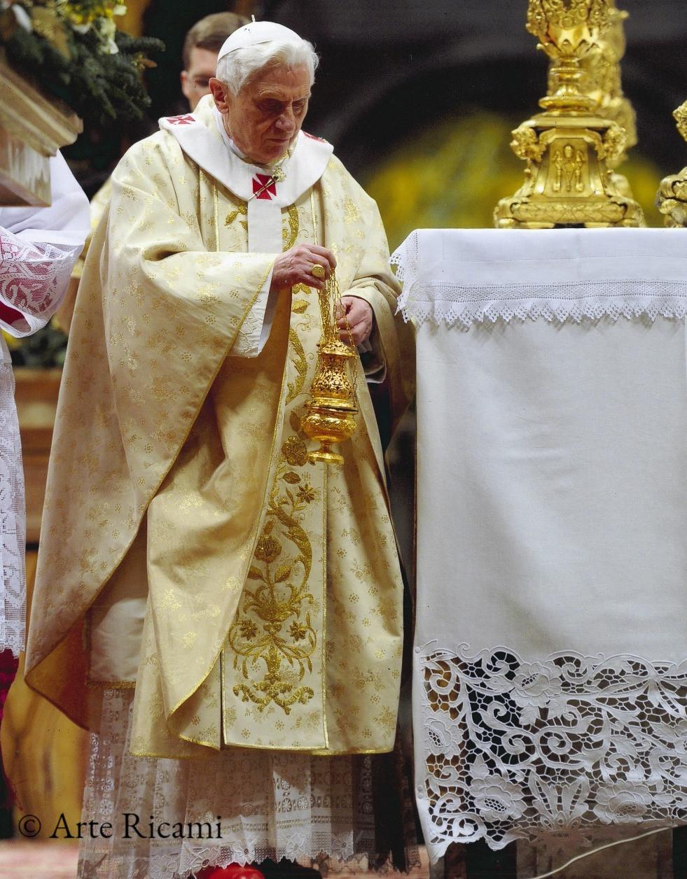 Tovaglia dell'altare papale di San Pietro ricamata a mano