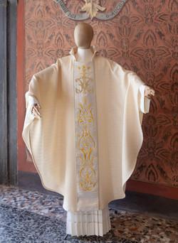 casula mariana ricamata a mano per anniversario di sacerdozio