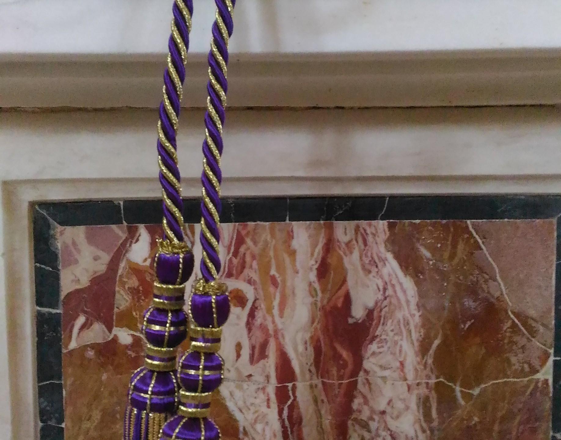 Cingolo sacerdotale viola e oro con nappe