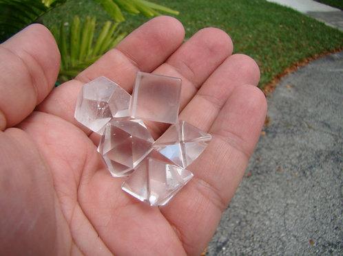 UK0219  Octahedron crystal set pieces