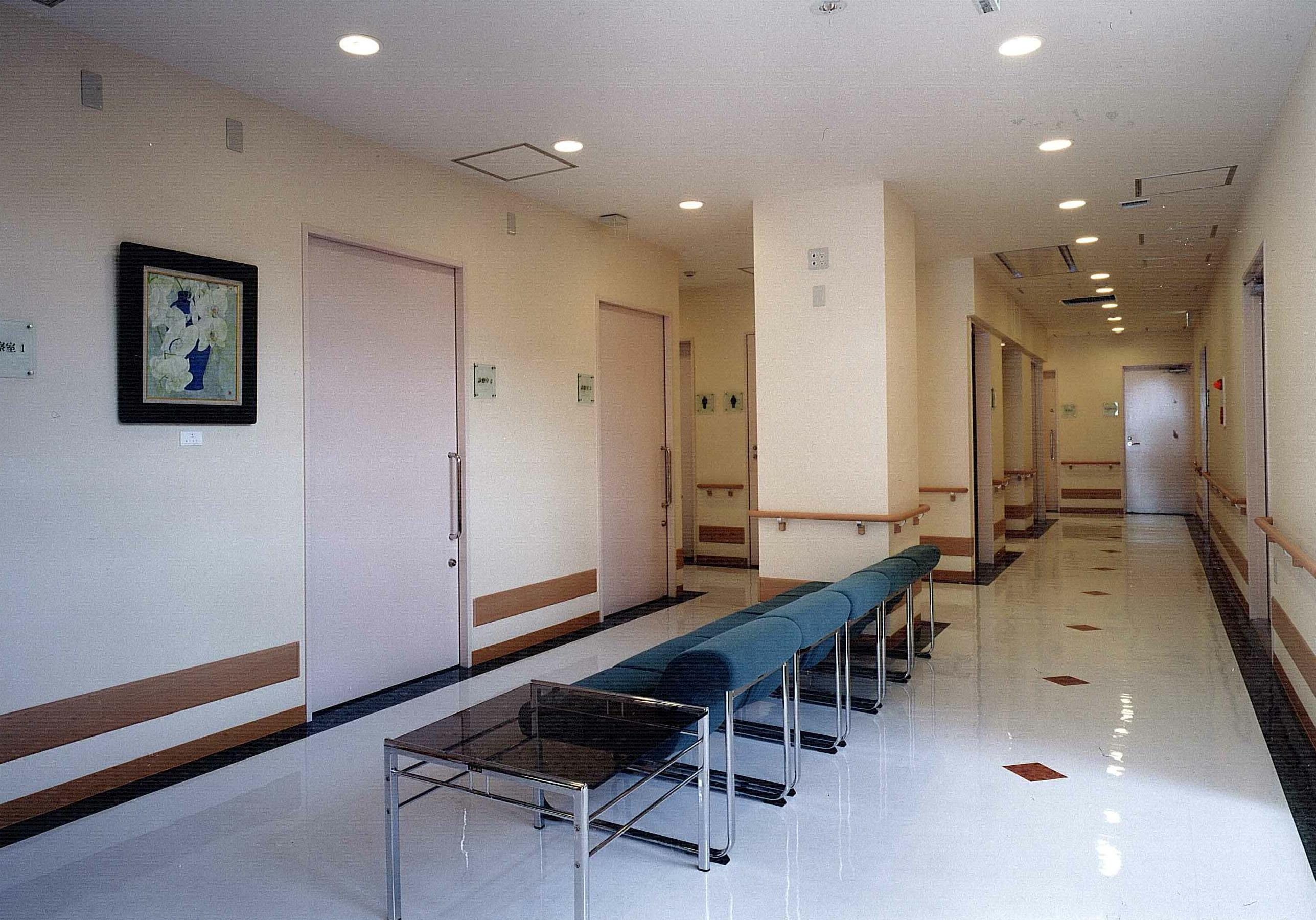 新緑会脳神経外科クリニック待合室2