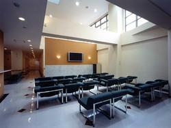 新緑会脳神経外科クリニック待合室1