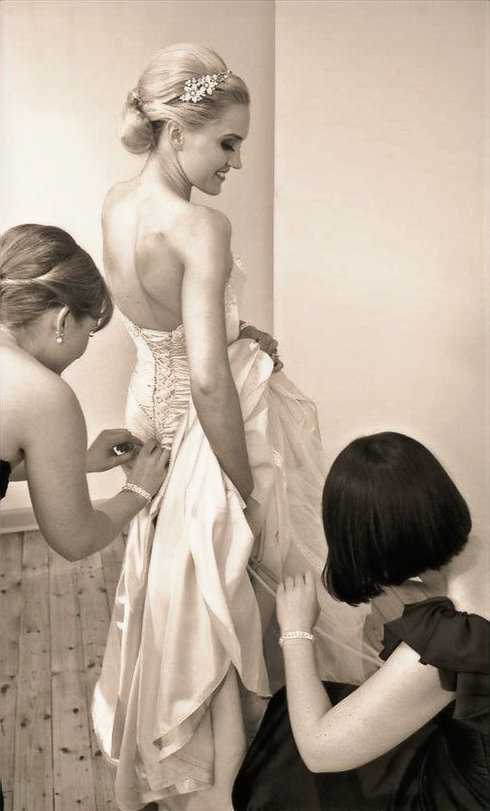 Bride getting ready Hair and makeup by Les Couleurs Hair and Makeup Melbourne_edited.jpg