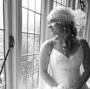 Bridal long wavy hair and natural makeup