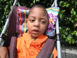 Kevin niño de la fundación