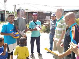Entrega de balones en Guatire, Venezuela