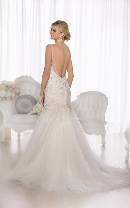 D1686 Back Detail Vintage Wedding Dress.jpg
