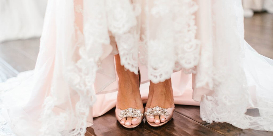 When should you start shopping for your wedding dress?