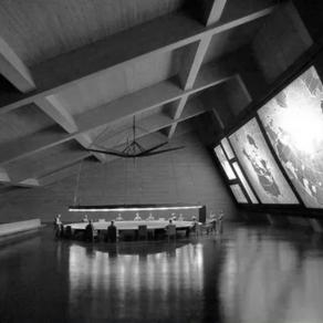 James Bond House: Dining Room