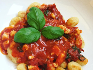 Gnocchi med halloumi i tomatsås