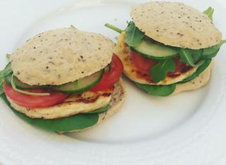 Halloumiburgare med veganska bröd