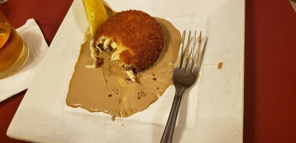 Crab cake in brown butter sauce