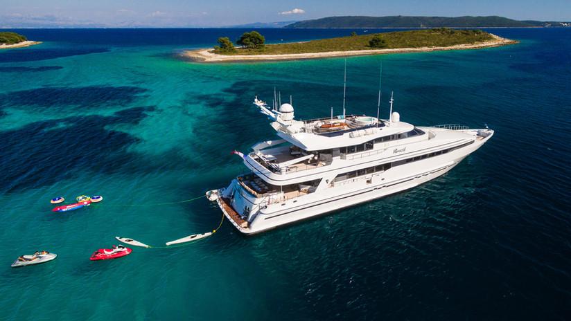 Motor-yacht-BRAZIL-offering-luxury-crewe