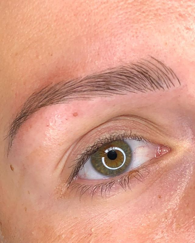 Most of this brow is microbladed 😍😍😍