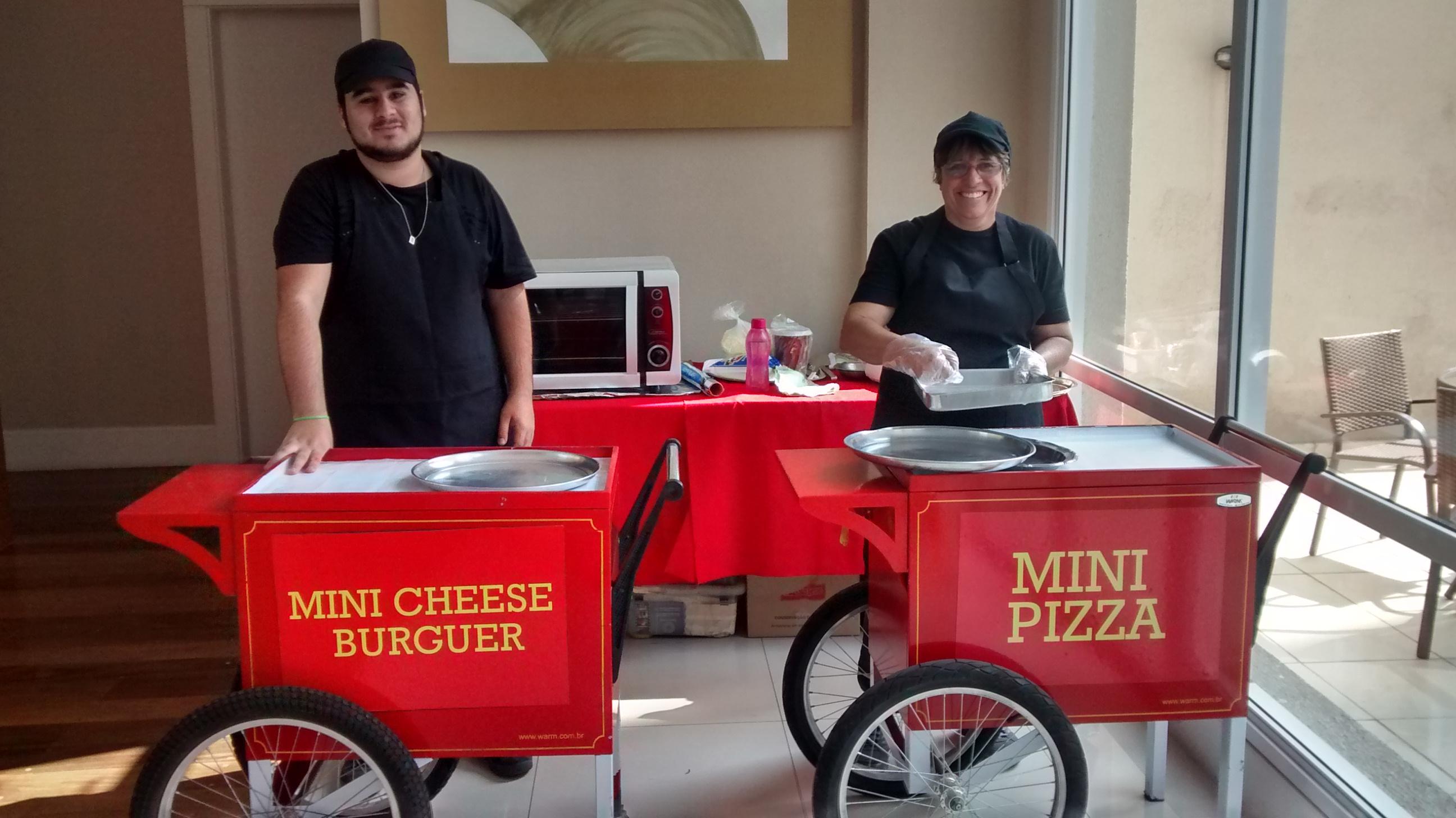 Carrinhos de Mini X-Burguer e Pizza