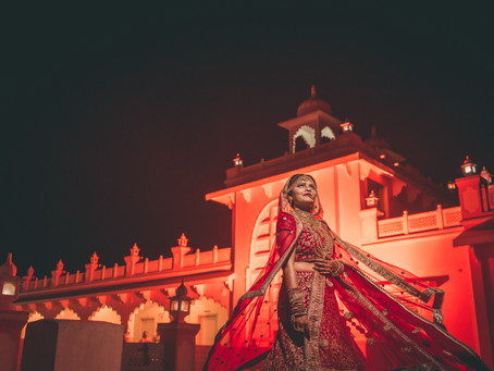 How much should a photographer charge for a wedding?