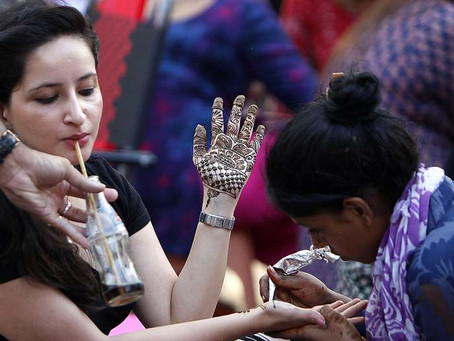 How much do mehndi artists charge?