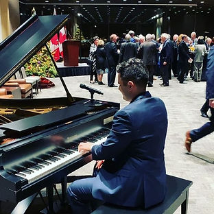 playing some background classical at 🇨�