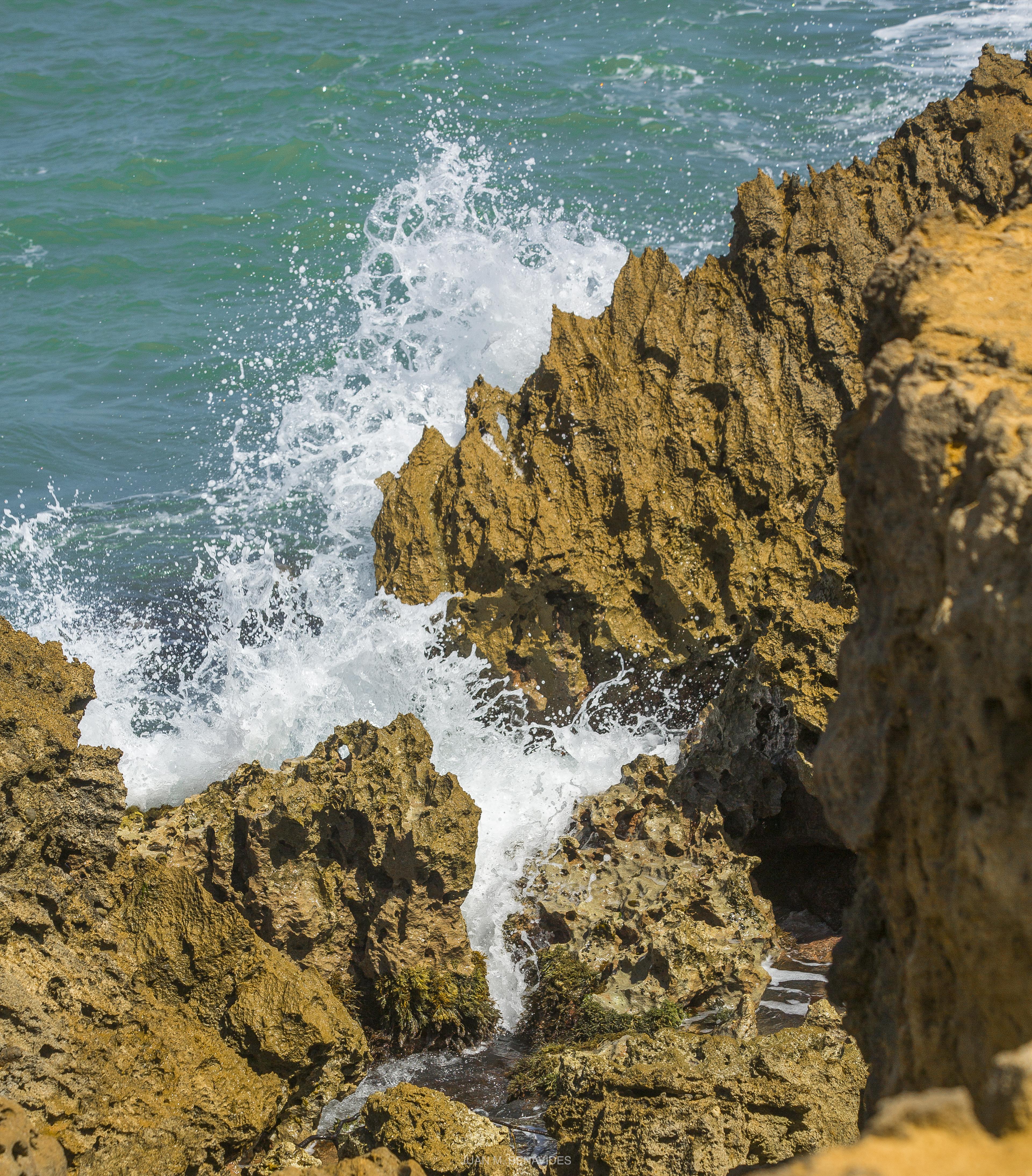 piedras y mar