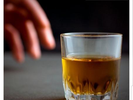 O consumo excessivo e continuado de álcool