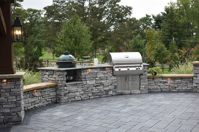 Outdoor Kitchen and Bar