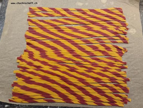 Transversely striped tagliatelle