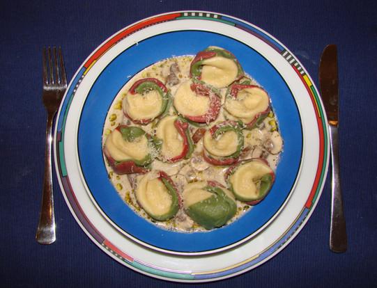 Tortelloni with a creammush