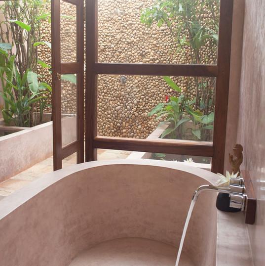 Orange room bathtub