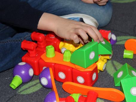 מחקר חדש קובע: פחות צעצועים עדיפים לילד/ה מבחינה התפתחותית