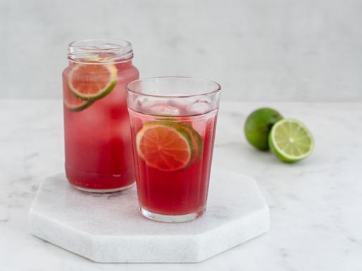 Gin com gengibre e hibisco
