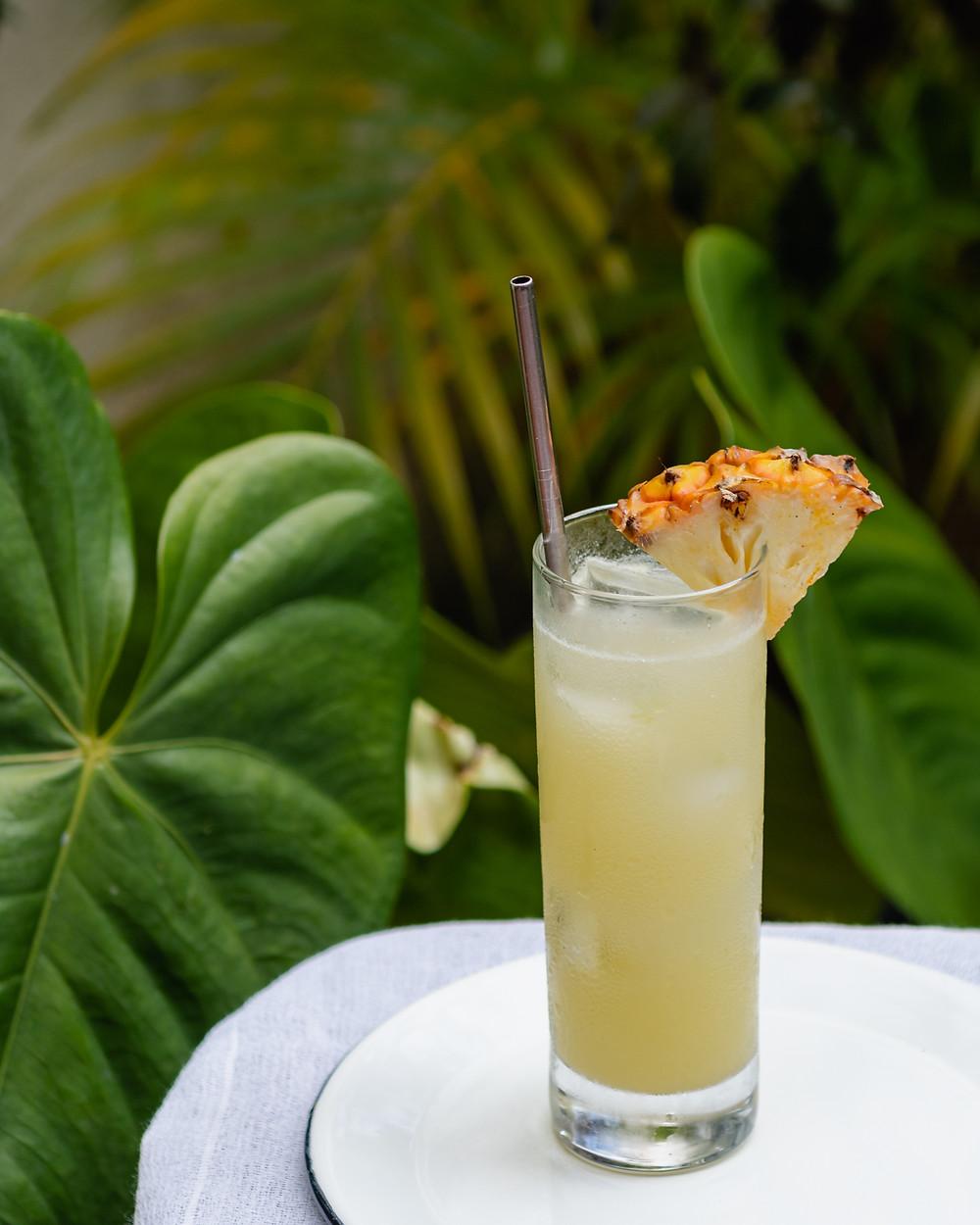 Receita de drink com rum, coco e abacaxi
