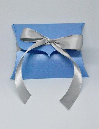 Pillow box with ribbon closure