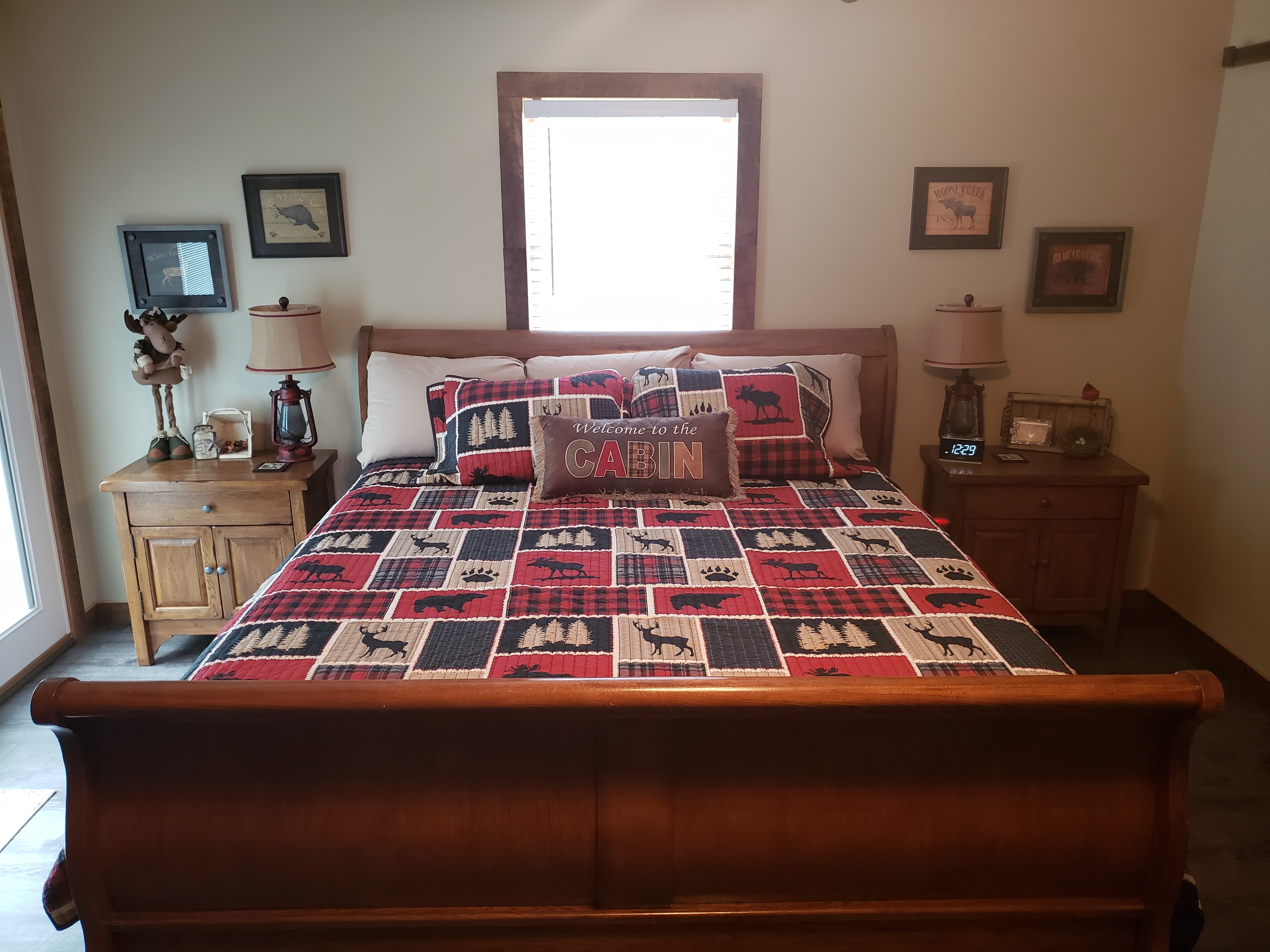 King size bed with colorful quilt
