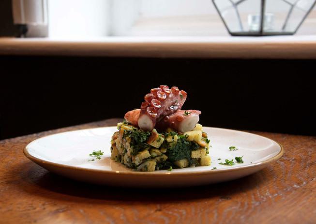 3 seafood restaurant photographer octopu