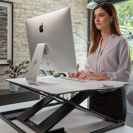 oploft-sit-stand-desk_lifestyle-standing