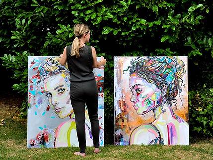 kunstenaar in actie tuin.JPG