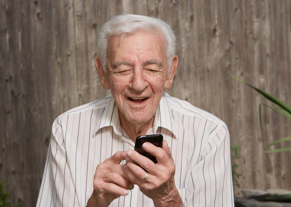 senior with smartphone