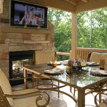 Coverd Patio and Fireplace